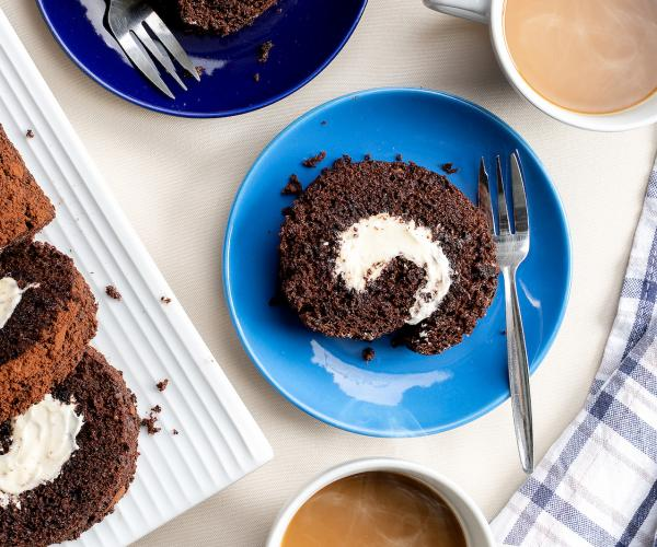 recipe for creamy chocolate roll with cream cheese filling